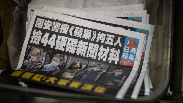 Hong Kong ratifica el fin de la prensa libre con el asalto al principal diario del país
