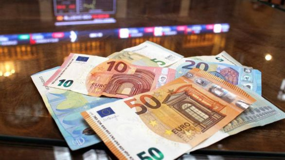 La deuda pública baja a 1,39 billones en abril tras cinco meses de récord