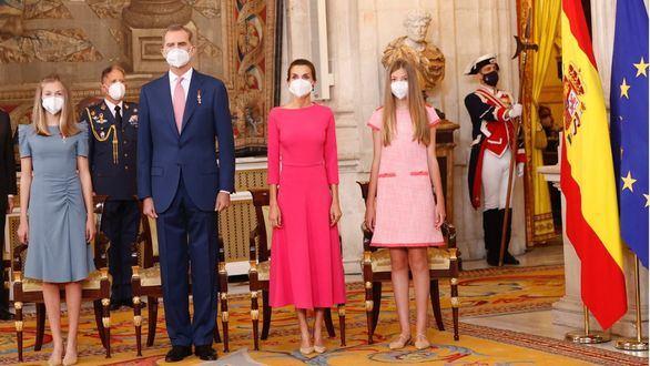 Sus Majestades los Reyes, acompañados por Sus Altezas Reales la Princesa de Asturias y la Infanta Doña Sofía, presidieron el acto de imposición de condecoraciones de la Orden del Mérito Civil.