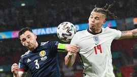 Inglaterra se la pega contra el muro de Escocia | 0-0