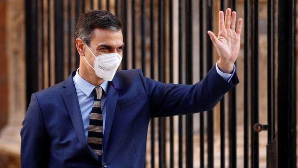 Sánchez se salta la cogobernanza para protagonizar el fin de las mascarillas