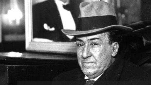 Gibson y Muñoz Molina coinciden: sería un error traer la tumba de Machado
