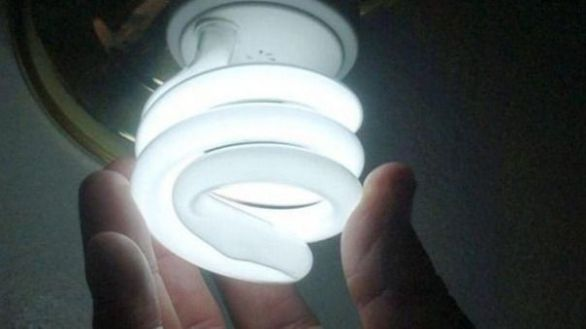 La AIReF calcula en 1.300 millones el impacto de la rebaja del IVA de la luz