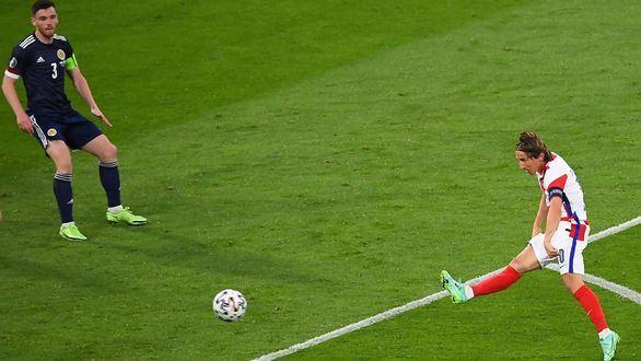 Modric conduce a Croacia a octavos y condena a Escocia  3-1