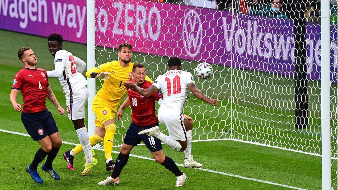 Inglaterra, líder con lo justo |0-1