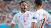 Koke y Ferrán celebran uno de los goles de España frente a Eslovaquia en su partido de Eurocopa.