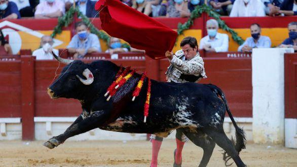 Oreja sin peso para El Juli ante una vacía corrida de Alcurrucén