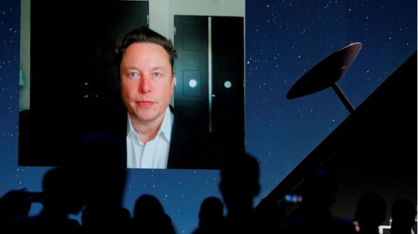 Musk prevé medio millón de usuarios en un año de su servicio de internet por satélite