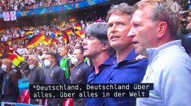 La televisión de Países Bajos subtitula el himno alemán con versos nazis