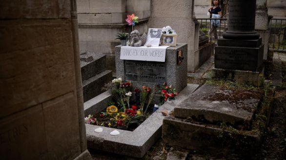 La tumba de Morrison, epicentro de un homenaje a los 50 años de su muerte
