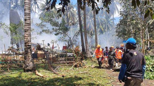 Al menos 17 muertos en el accidente de un avión militar en Filipinas