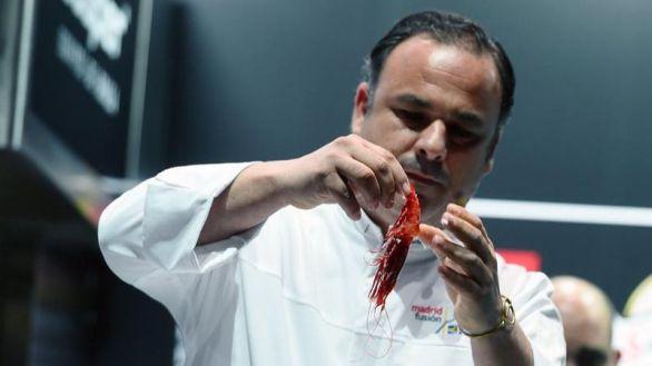 El chef Ángel León reinventa la paella: un arroz sin sofrito, solo agua, microalgas y colágeno