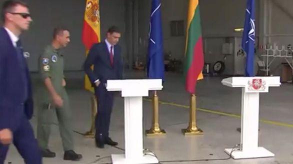 Dos cazas rusos interrumpen la visita de Sánchez a la base de la OTAN en Lituania