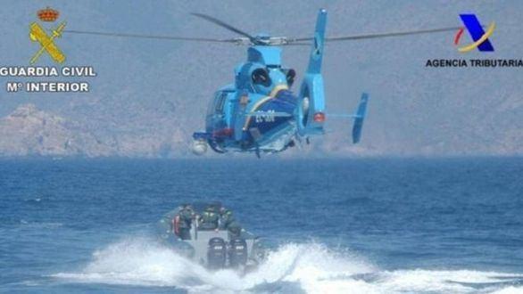Un muerto al caer un helicóptero de Vigilancia Aduanera durante la persecución de una lancha rápida