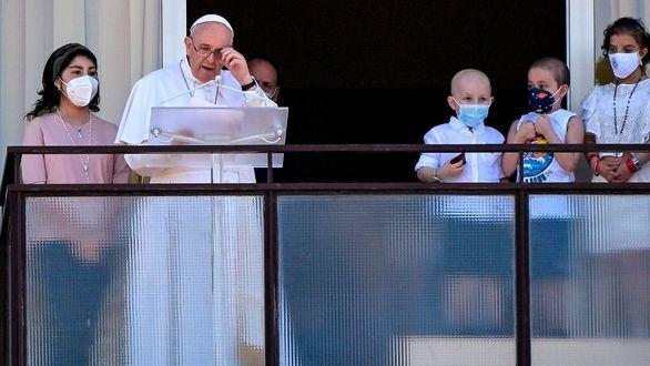 El Papa reaparece desde el hospital y pide una sanidad gratuita para todos