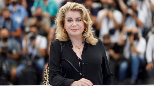 Catherine Deneuve regresa radiante a Cannes tras un ictus y la