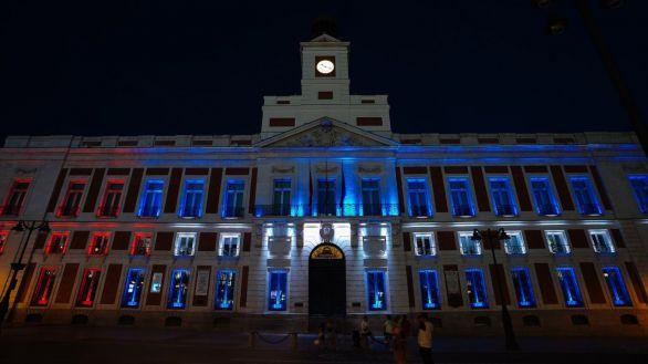 La Comunidad de Madrid ilumina con la bandera cubana su sede de Sol