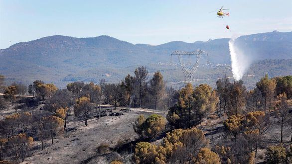 Controlado el incendio de Castellví de Rosanes tras quemar casi 200 hectáreas