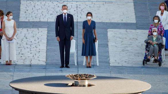 Los Reyes presiden el acto de homenaje a los sanitarios víctimas de la Covid