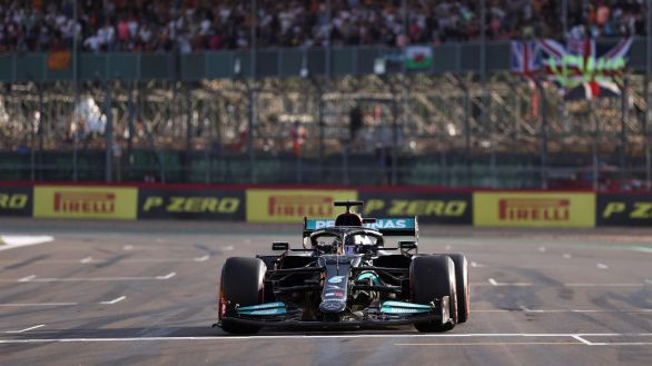 GP Gran Bretaña. Hamilton y Sainz se remangan para hacer historia