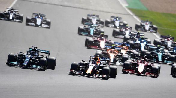 GP Gran Bretaña. Accidente de Verstappen, gloria de Hamilton y Ferrari hunde a Sainz