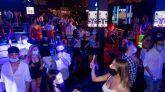 Castilla y León prohíbe el consumo en barra y cierra las discotecas