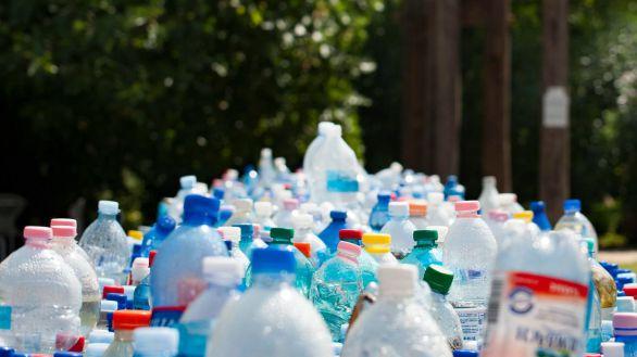 Los españoles, entre los europeos que más plástico reciclan