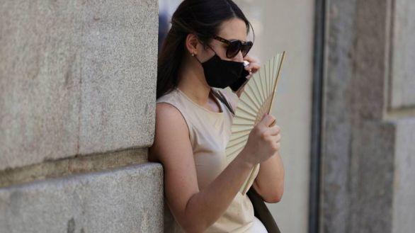 La mascarilla seguirá siendo opcional al aire libre cuando haya distancia social
