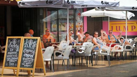 Los británicos vuelven a Benidorm y el sector turístico respira
