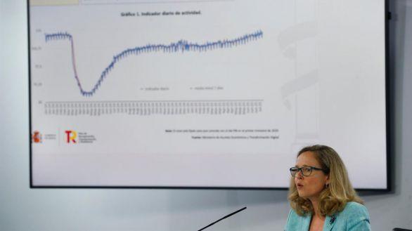 Calviño intenta resistir las acometidas de Podemos para subir el SMI