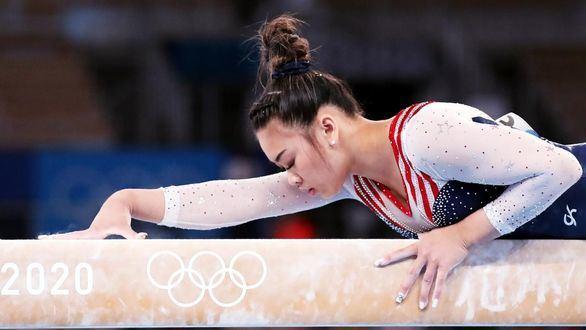 Sunisa Lee sucede a su compatriota Biles en el trono de la gimnasia