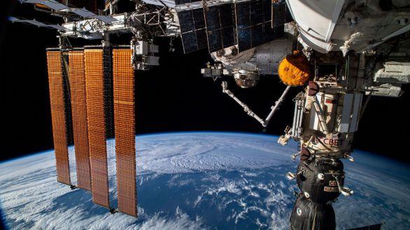 El laboratorio ruso Naúka se acopla con éxito a la Estación Espacial