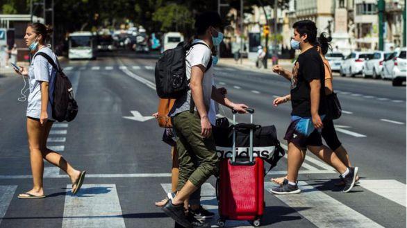 España recibe 2,2 millones turistas extranjeros en junio, lejos de las cifras prepandémicas