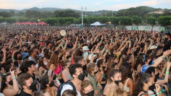 El público disfruta de un concierto en el Canet Rock, este año.