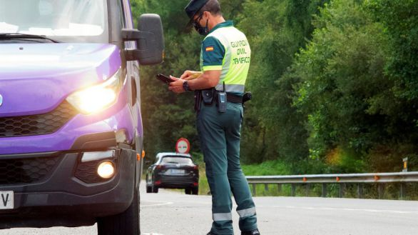 Control de tráfico en las inmediaciones de Lugo este lunes.