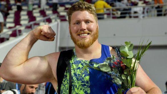Crouser eleva a 23,30 su récord olímpico de peso con el oro