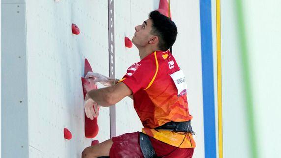 Alberto Ginés da en escalada el tercer oro para España