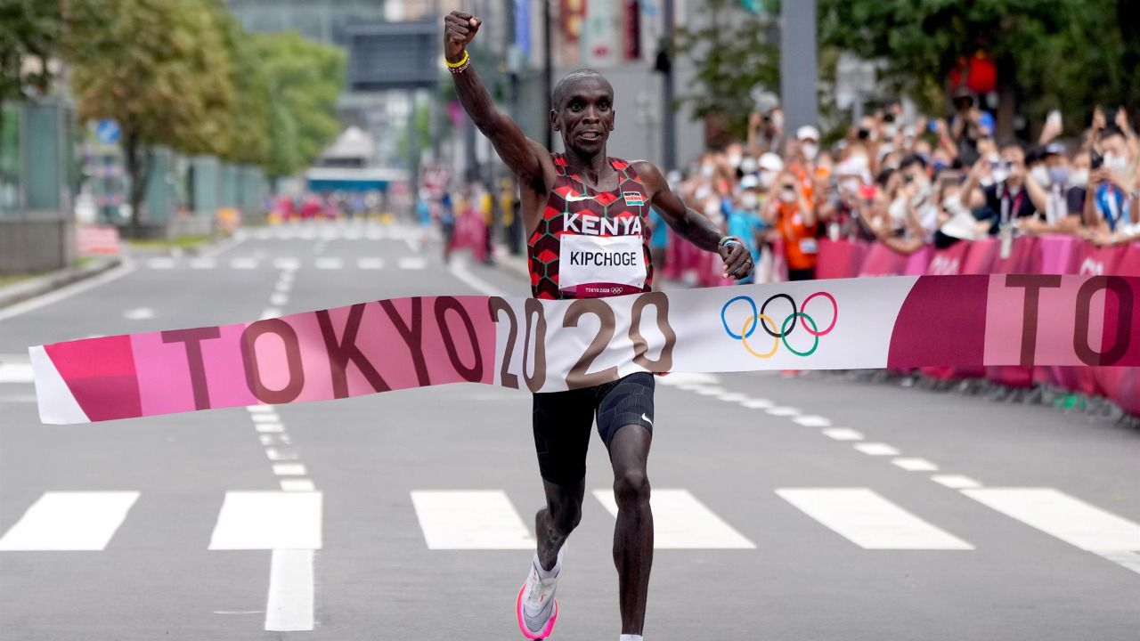 Kipchoge revalida su corona en el maratón olímpico