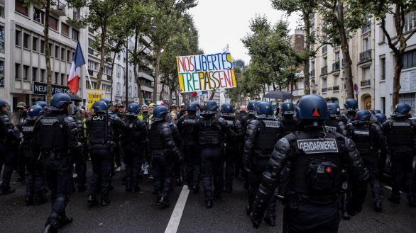 El Gobierno francés rebaja las exigencias del certificado Covid tras las fuertes protestas