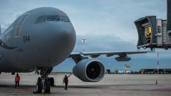 Talibanes impiden el acceso de los afganos al aeropuerto de Kabul, según EEUU