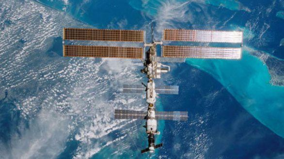 Dos rusos, un estadounidense y un japonés harán tres caminatas en la Estación Espacial
