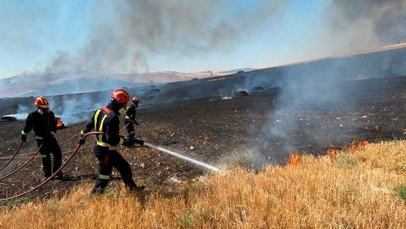 Sánchez visita el incendio de Ávila para pedir a las comunidades más recursos