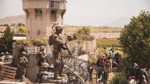 Muere un policía afgano durante un tiroteo con desconocidos en el aeropuerto de Kabul