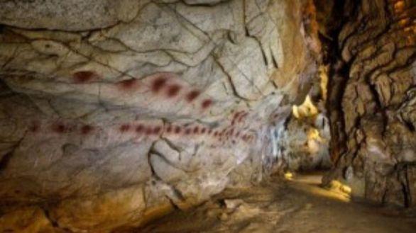Investigan si unas pinturas descubiertas en Cantabria son del Paleolítico