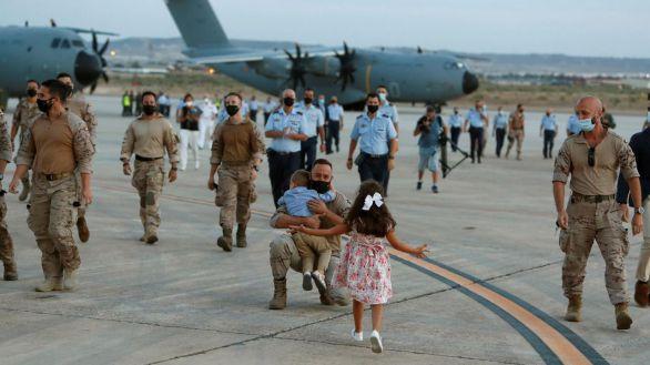 Los militares españoles adelantan su salida de Afganistán y ya están en Zaragoza