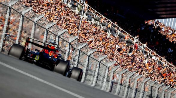 GP Países Bajos. Accidentes, Verstappen y Alonso y Sainz en el Top-10