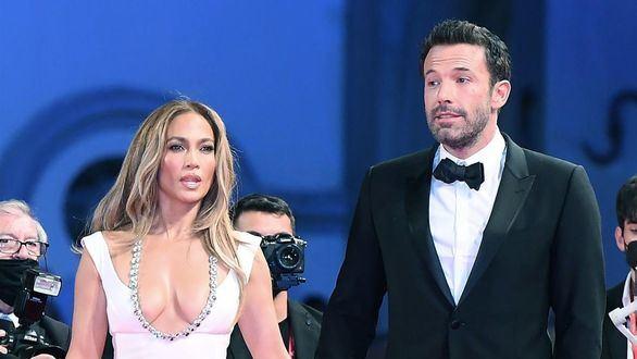 Jennifer López y Ben Affleck: risas y arrumacos en la alfombra roja de Venecia