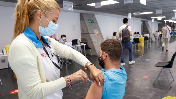 Madrid instala puntos móviles de vacunación en Moncloa, Arganda del Rey y Parla