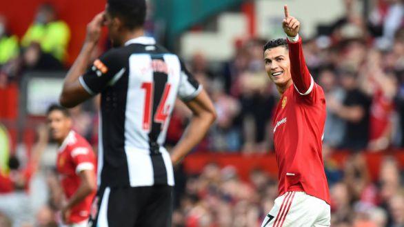 Cristiano Ronaldo celebra su regreso con un doblete que enloquece Old Trafford