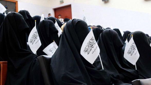 Los talibanes permitirán a las mujeres estudiar en la universidad, pero sin mezclarse con hombres